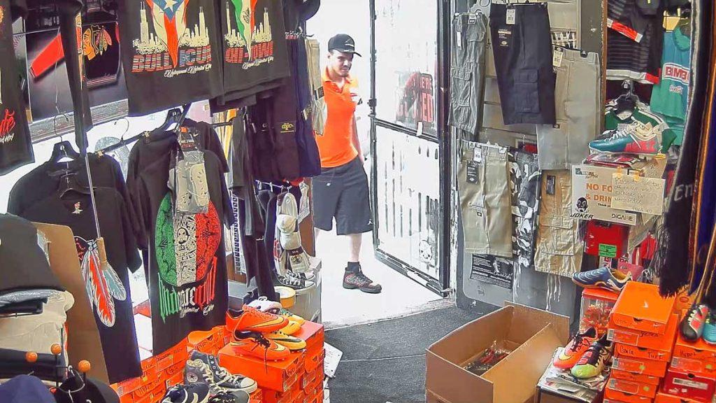 کارایی دوربین WDR در ورودی فروشگاه با کنتراست بالا